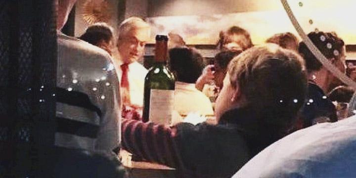 Viralizan foto de Piñera en una pizzería