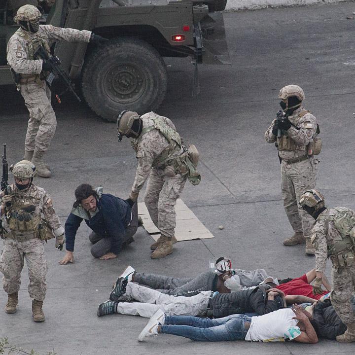 """INDH  recibe """"denuncias de desnudamientos, torturas y malos tratos  por Fuerzas de Orden"""""""