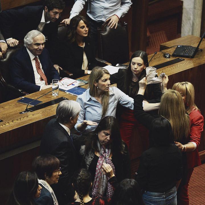 Pamela Jiles encara a ministro Chadwick en el Congreso