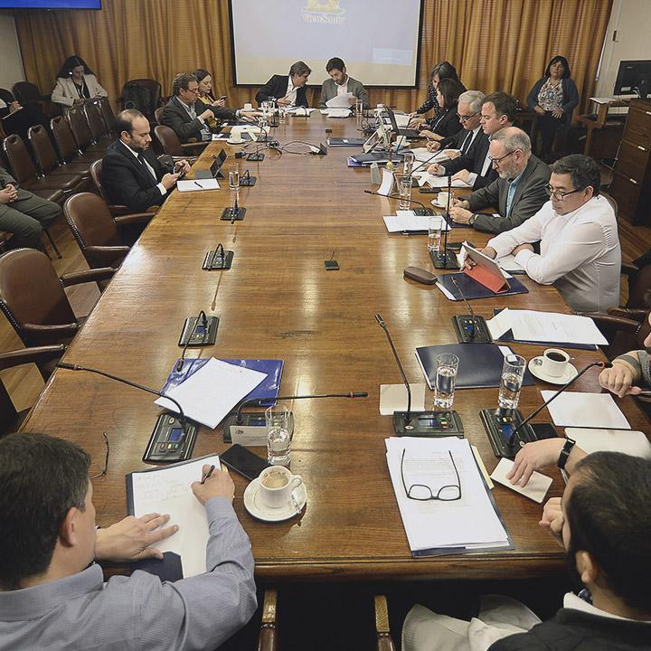 Congreso acuerda dar inicio a proceso de nueva Constitución