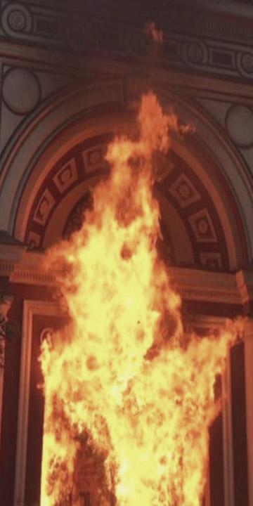 Incendio afecta a Iglesia de la Veracruz en Lastarria