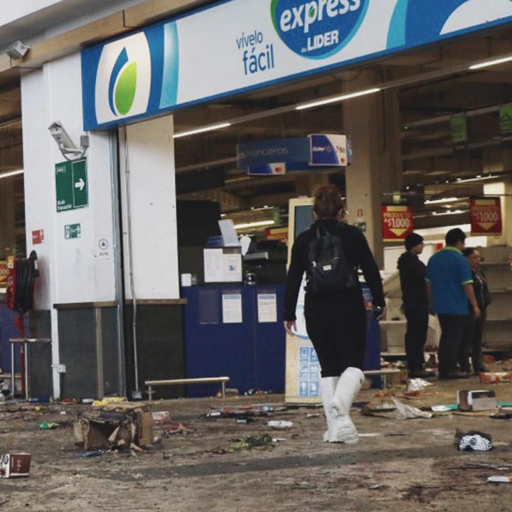 Walmart Chile solicita al Estado medidas de protección por hechos de violencia