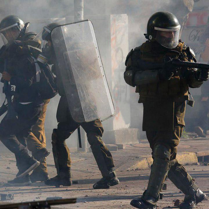 A un mes del estallido social Carabineros reporta más de 15 mil detenidos